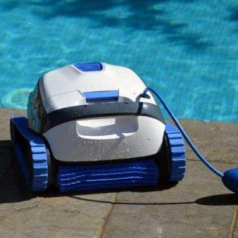 dolphin s100 medence robot porszivo 1 uszodaesmedence